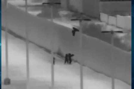 Arrojan a tres niños guatemaltecos sobre el muro fronterizo de EU