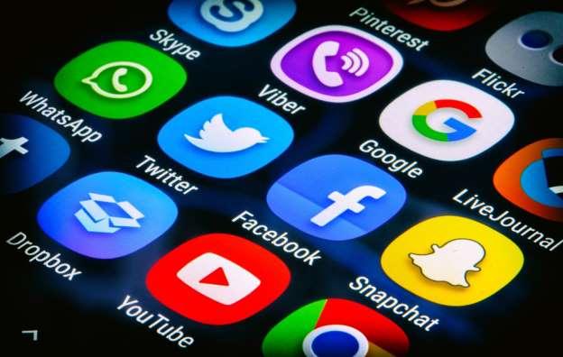 Redes sociales e internet, arma de doble filo, coinciden expertos