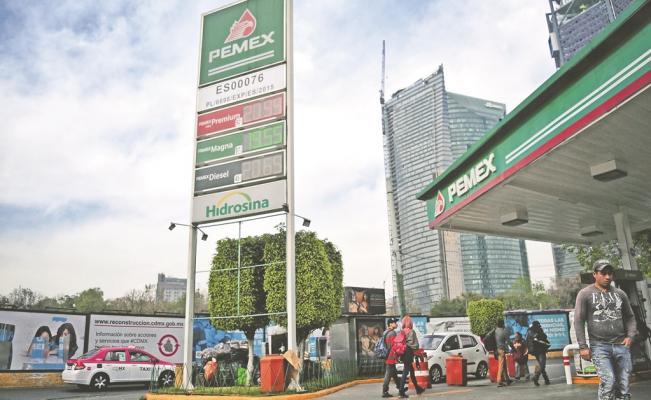 Gasolina cuesta hasta 5 pesos más barata en frontera norte