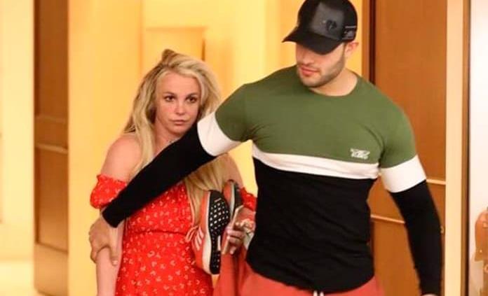 Sale Britney Spears del psiquiátrico y la captan